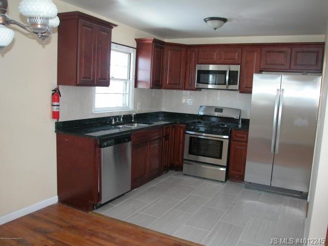 813  Holiday Court Toms River, NJ 08753