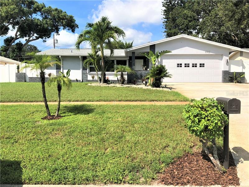 8962 Lynwood Drive Seminole, FL 33772