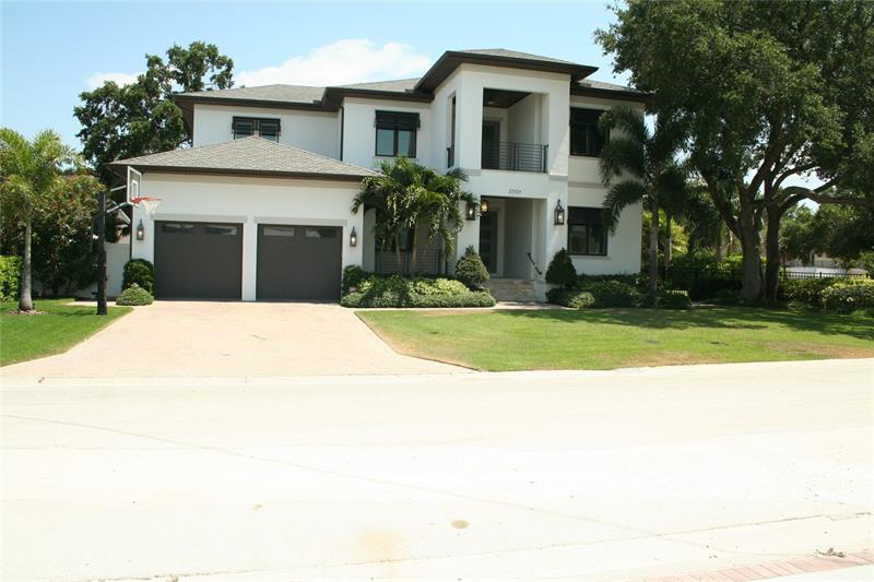 2501 S Dundee Street Tampa, FL 33629