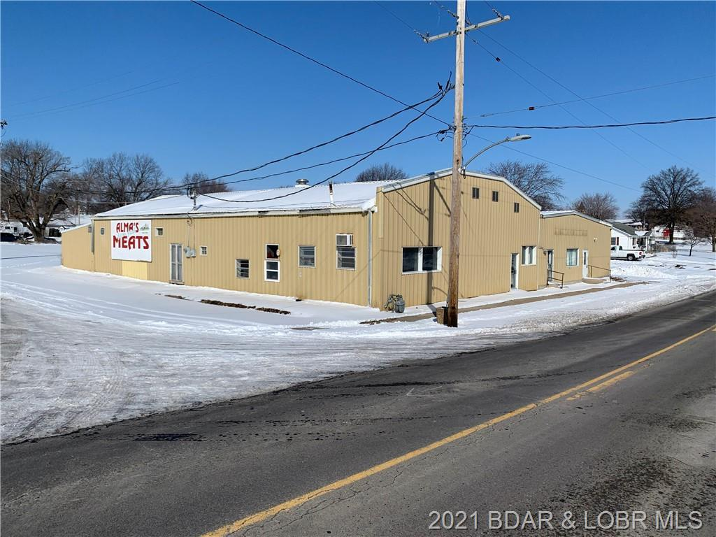 100 N County Road Out Of Area, MO 64001