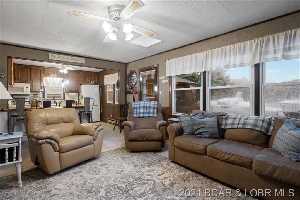 2785 Lick Creek Road Edwards, MO 65326