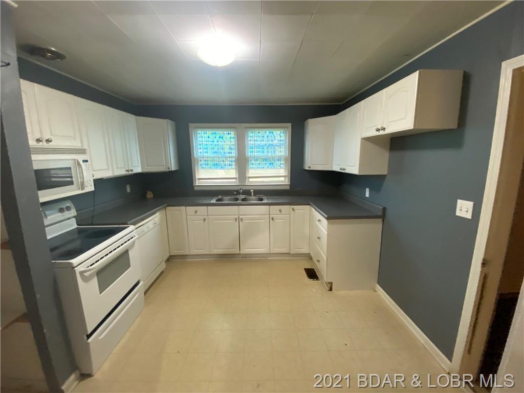 102 W Autry Street Eldon, MO 65026