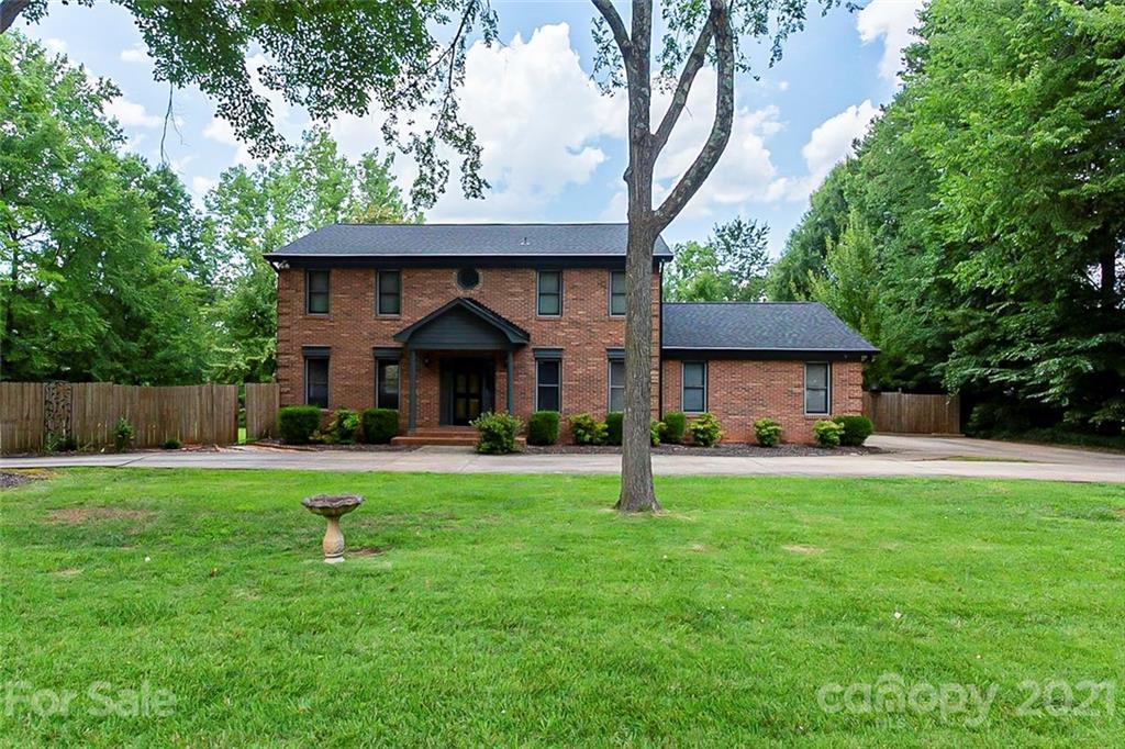 4015 Five Oaks Court Mint Hill, NC 28227