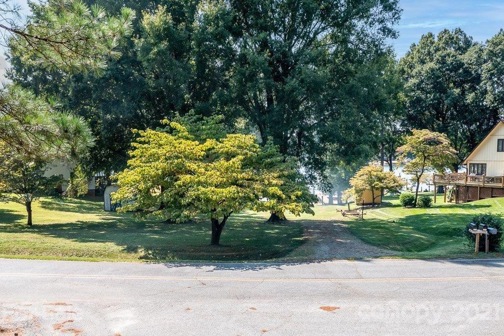 226 Shoreline Loop Mooresville, NC 28117
