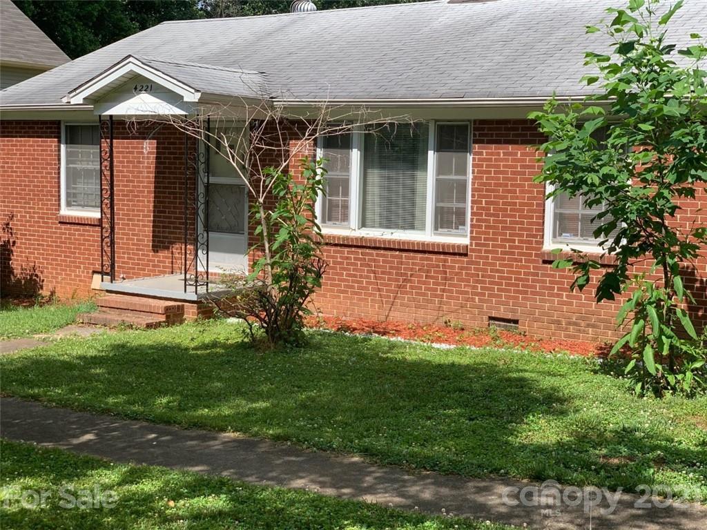 4221 Lake Road Charlotte, NC 28269