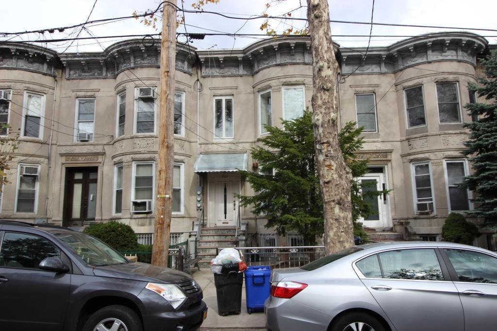 963 52 Street Brooklyn, NY 11219