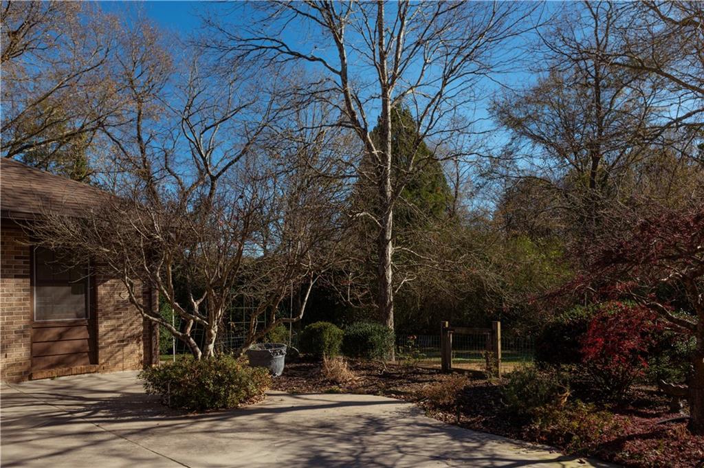30 Hickory Way Clemson, SC 29631