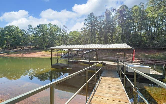 120 Breezy Point Hartwell, SC 30643