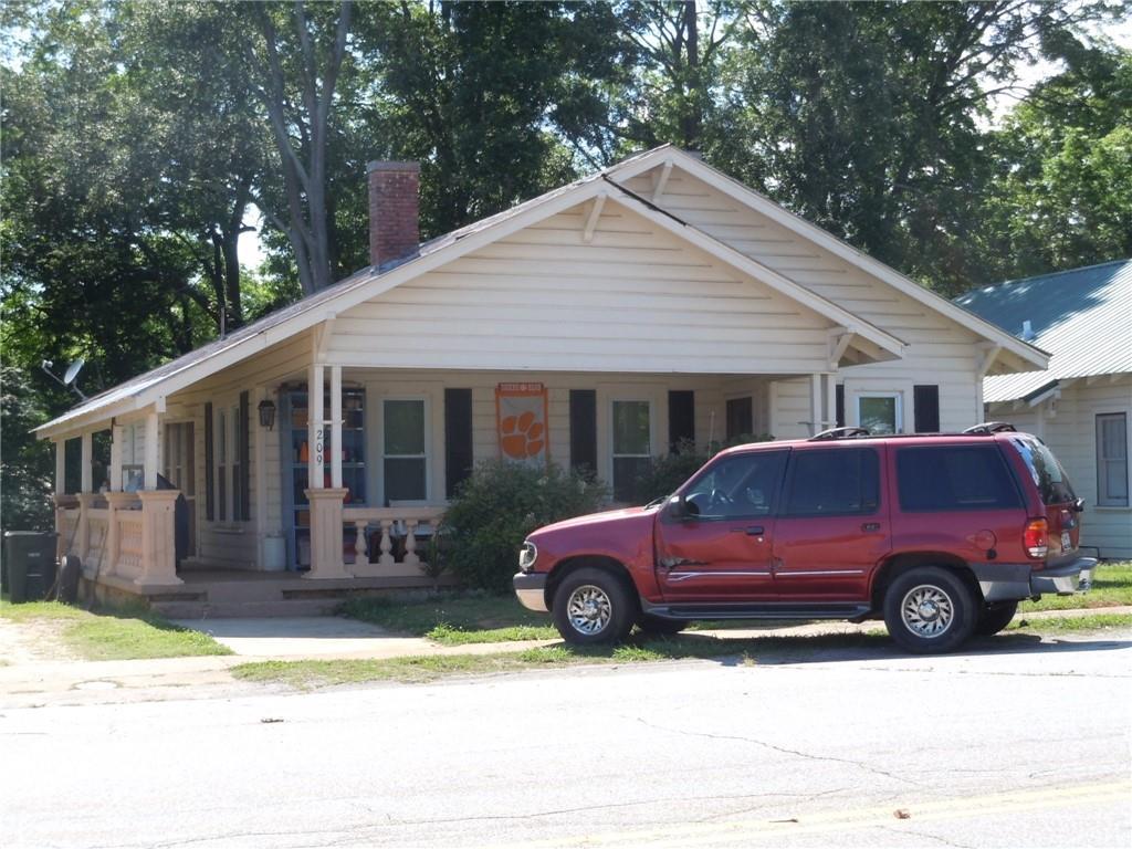 209 N Fairplay Street Seneca, SC 29678