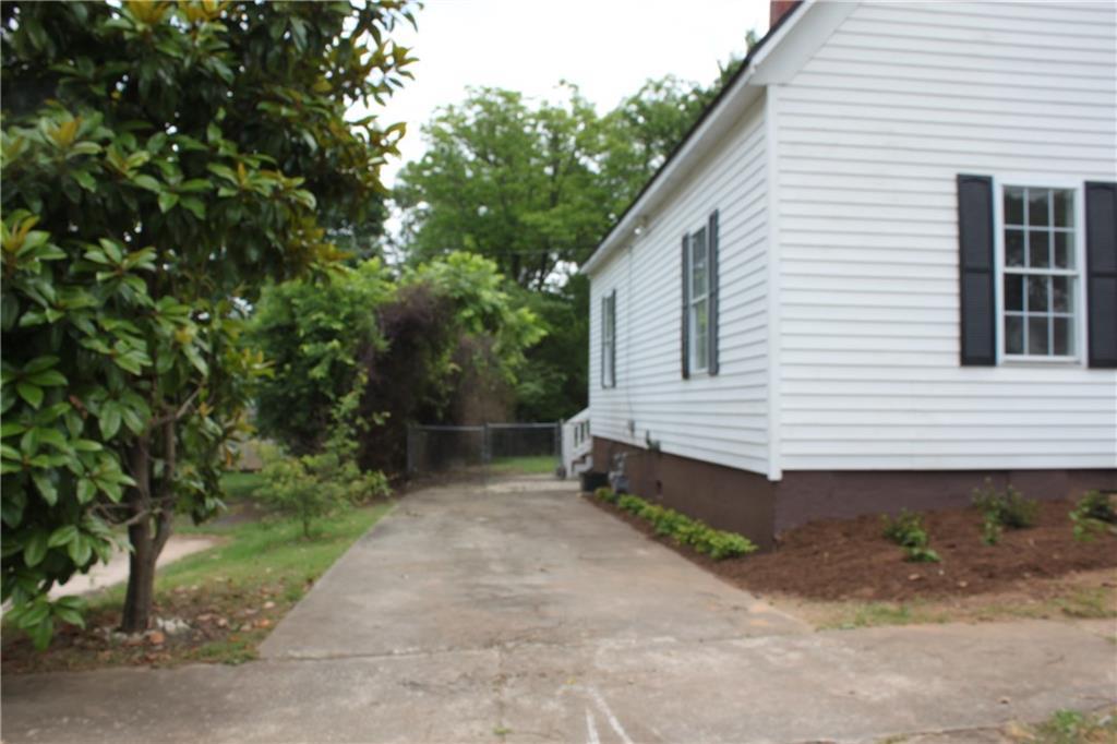 308 N Fairplay Street Seneca, SC 29678