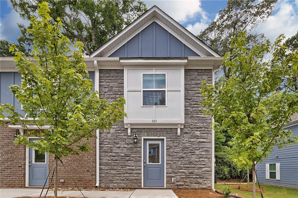201 #203 Oak Street Clemson, SC 29631