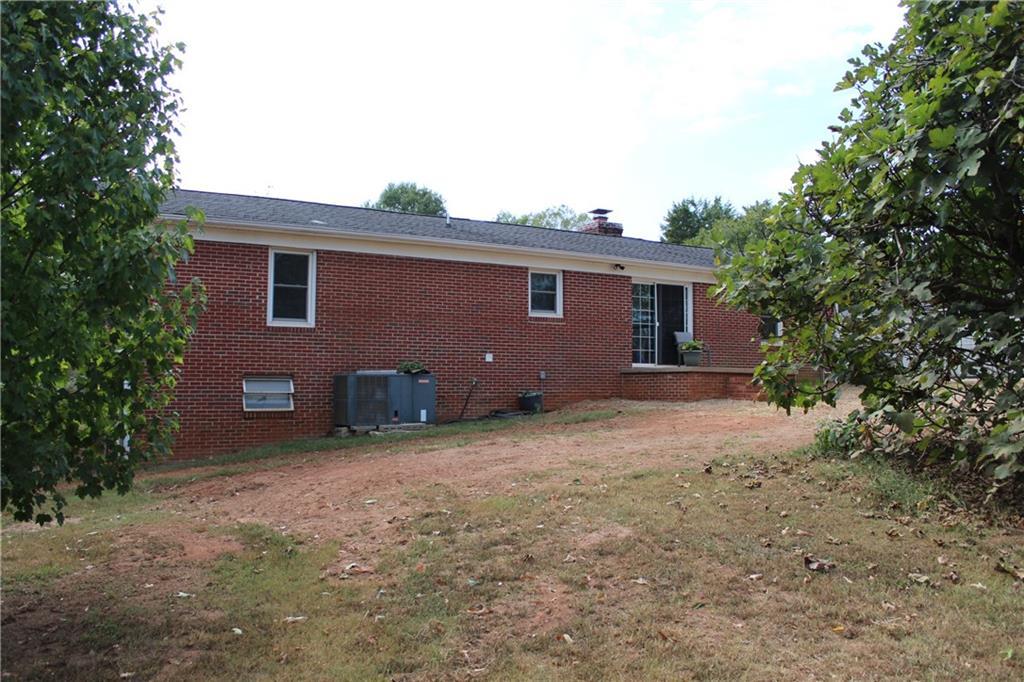 2121 Whitfield Drive Anderson, SC 29624