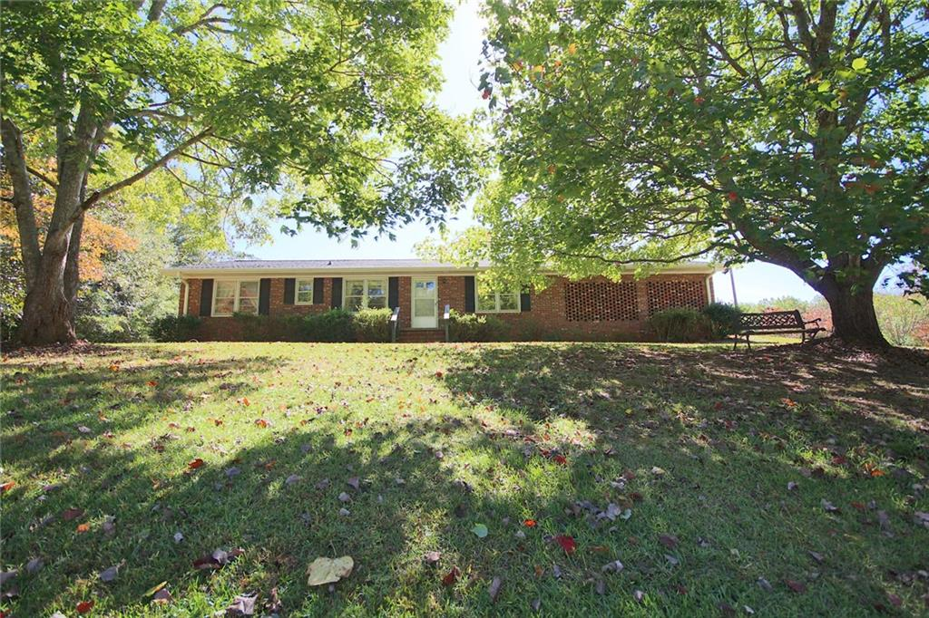 105 King James Road Seneca, SC 29678