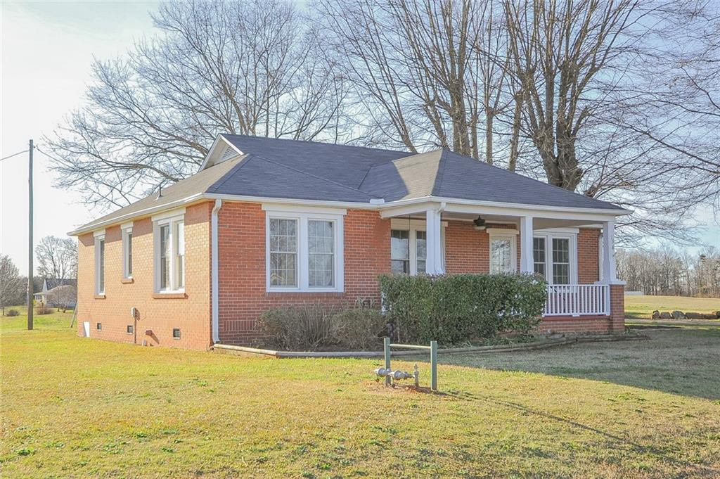 198 Cross Roads Drive Seneca, SC 29678