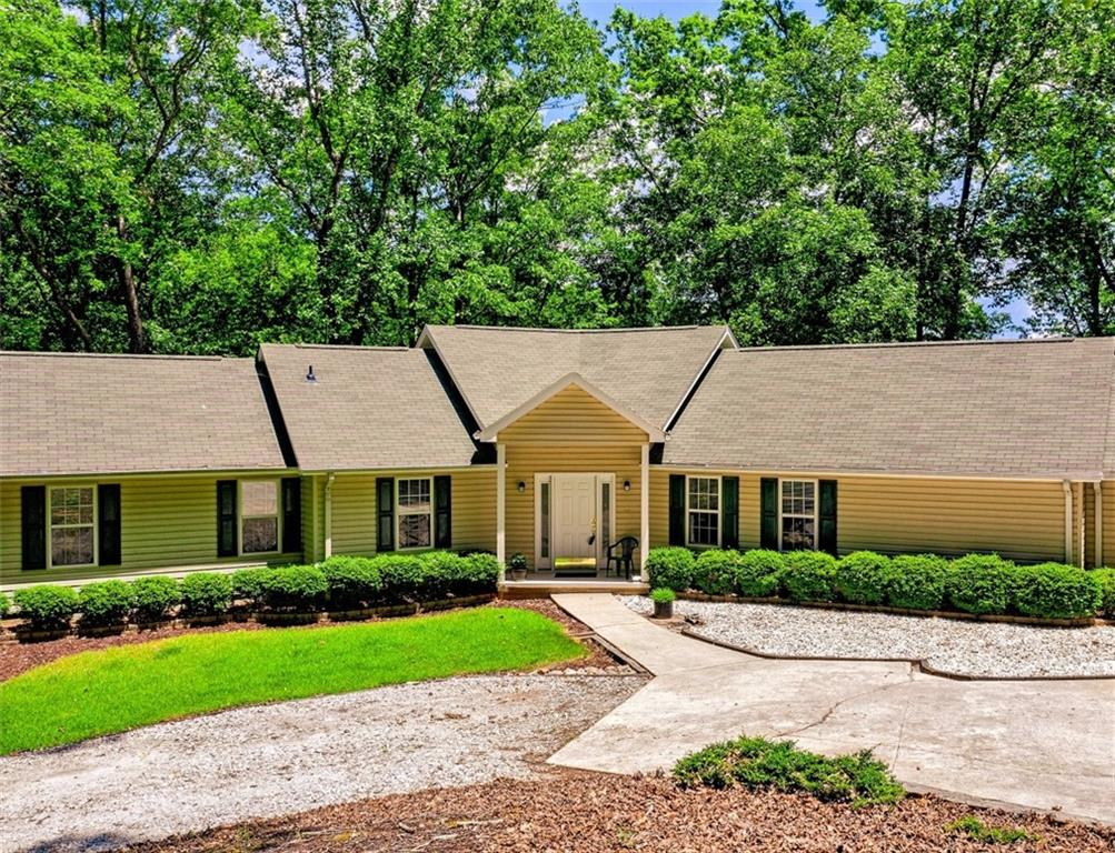 1257 Coneross Point Drive Seneca, SC 29678