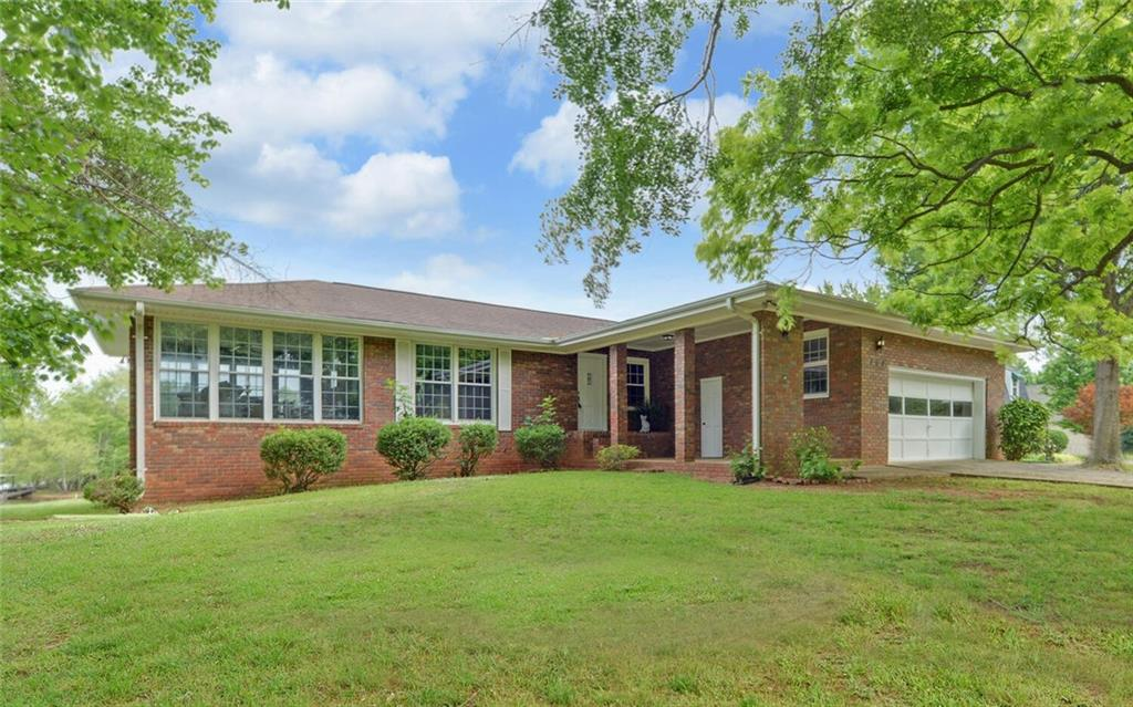 364 Brown Circle Hartwell, GA 30643