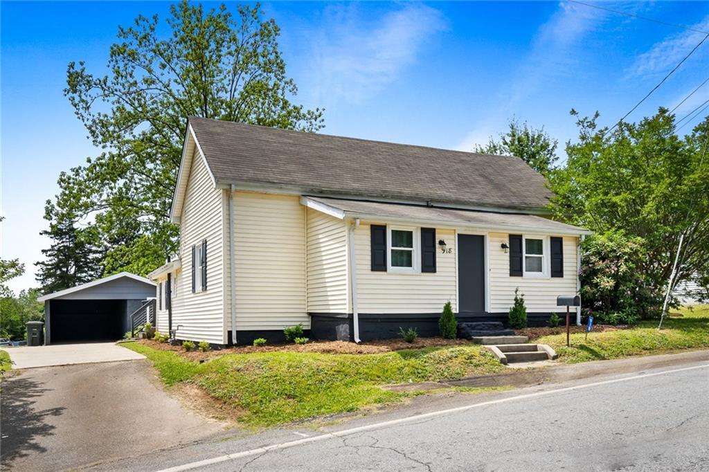 918 E South 1st Street Seneca, SC 29678