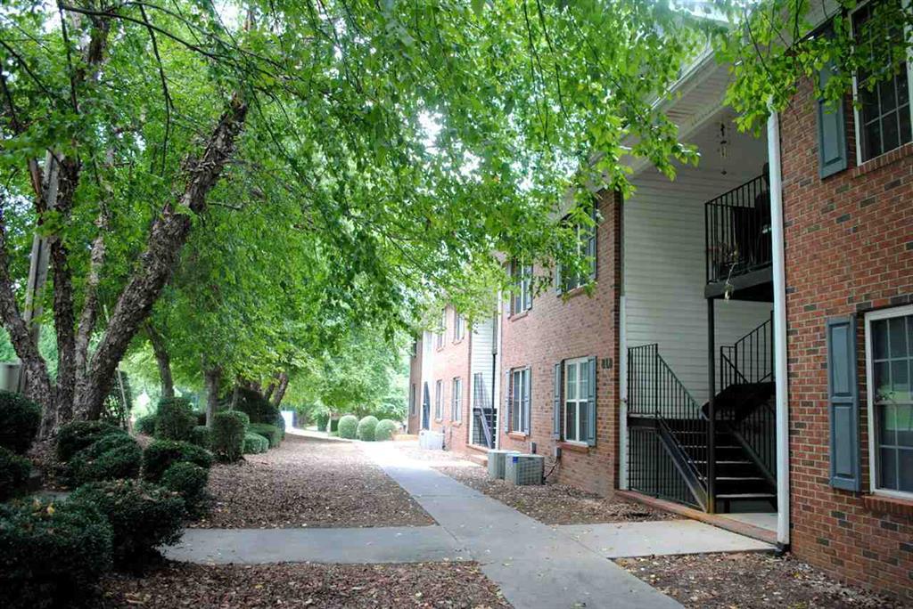 818 College Avenue Clemson, SC 29631