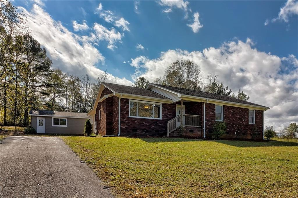 180 Chastain Road Central, SC 29630