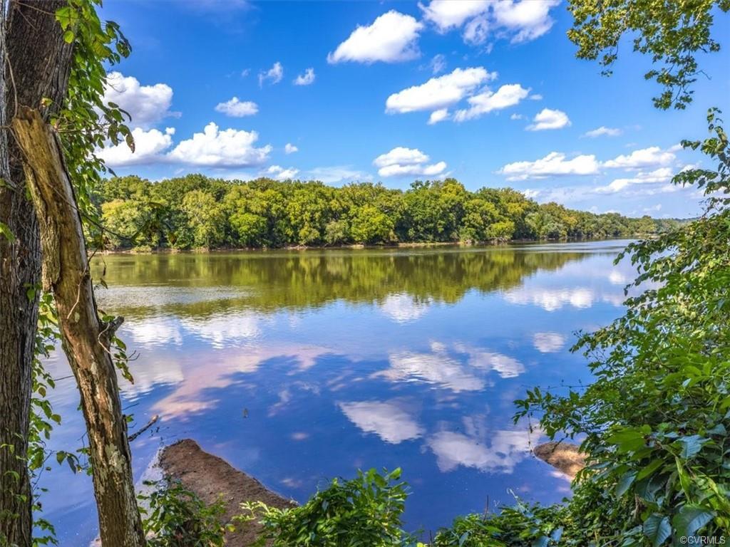 9101 James Riverwatch Richmond, VA 23235